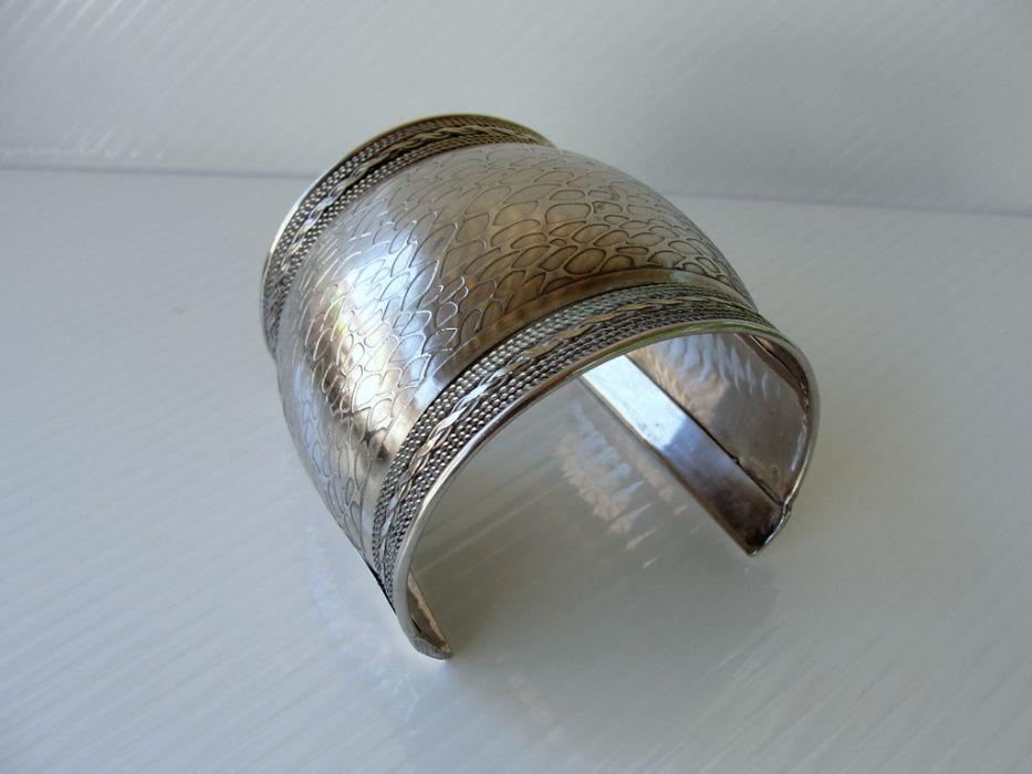 Bratara mare din metal argintat