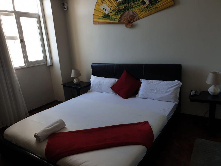 Arrendase flat t4 na polana rua Kassuende esquina com a Julius Nyerere Bairro - imagem 2
