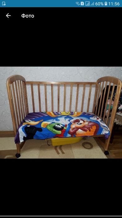 Продается детская кроватка на колесиках с МАТРАСОМ!!. Срочно!!!