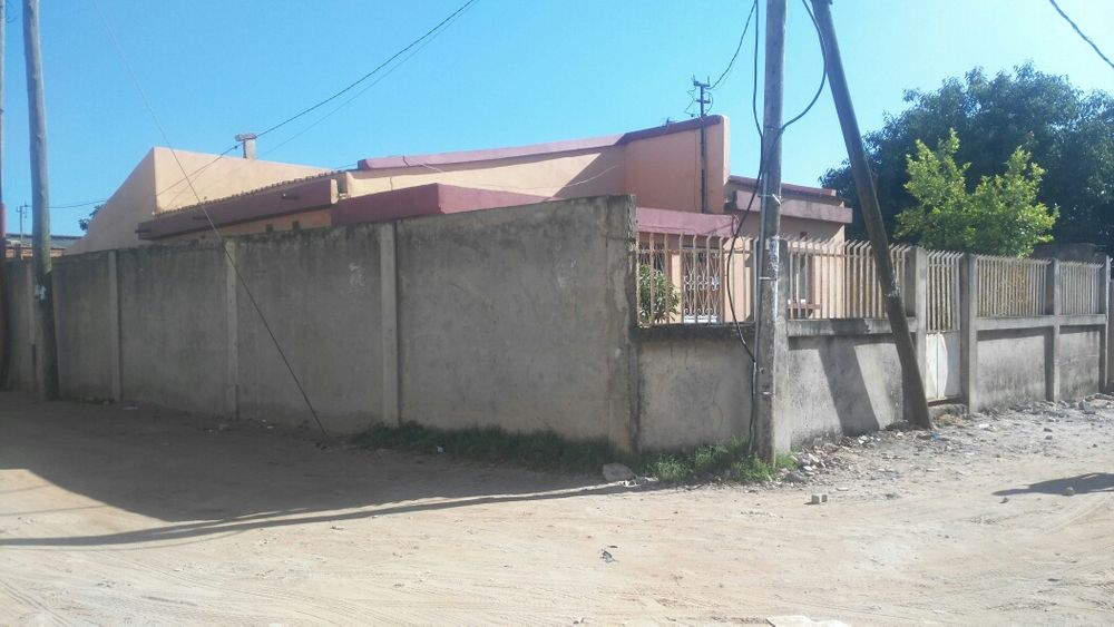 TIpo 3 No B. Ferroviario Magnifica Maputo - Mozambique