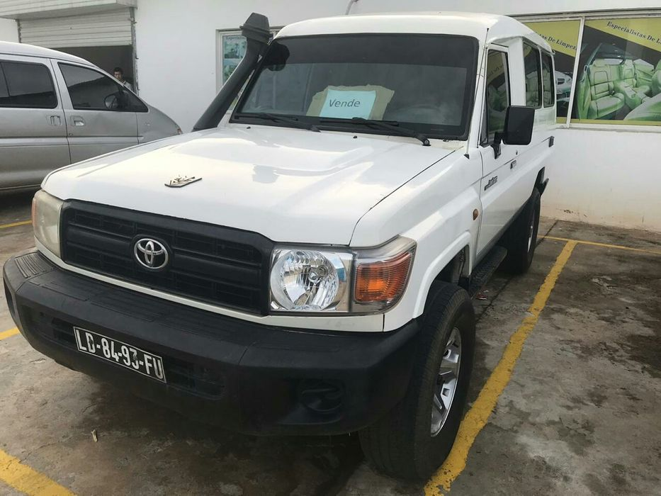 TOYOTA Land-cruiser.