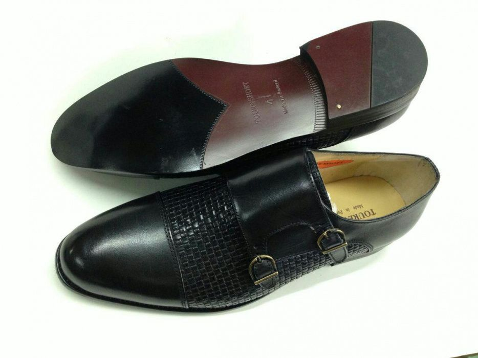 Sapato de duas fivelas