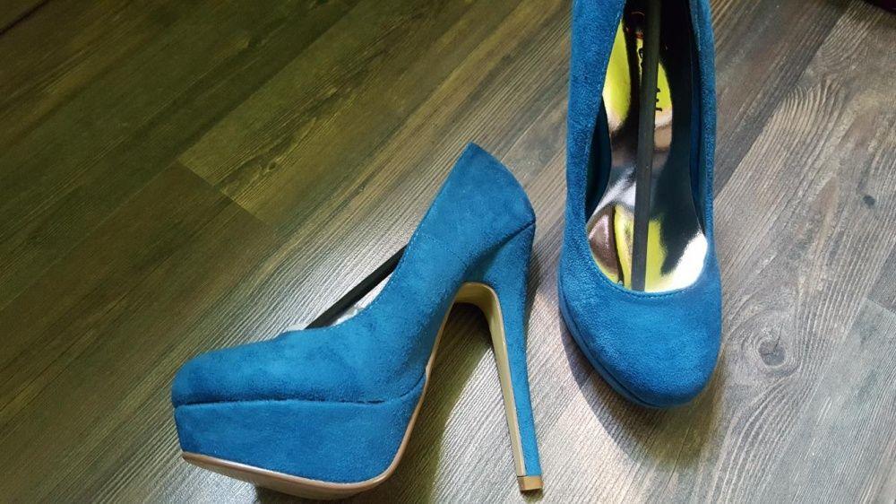 Сини обувки