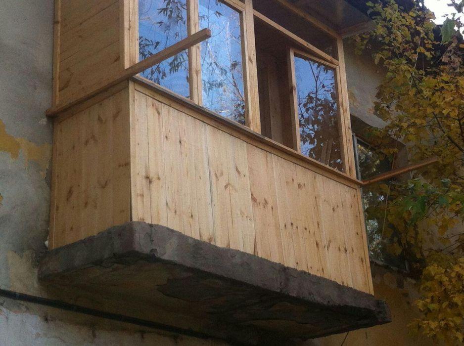 Остекление деревянных балконов в зимнее время