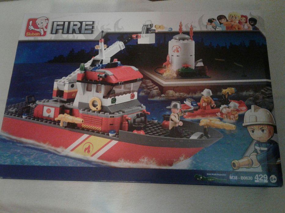 Cutie set constructii tip lego, cu 429piese,Vaporul pompierilor Sluban