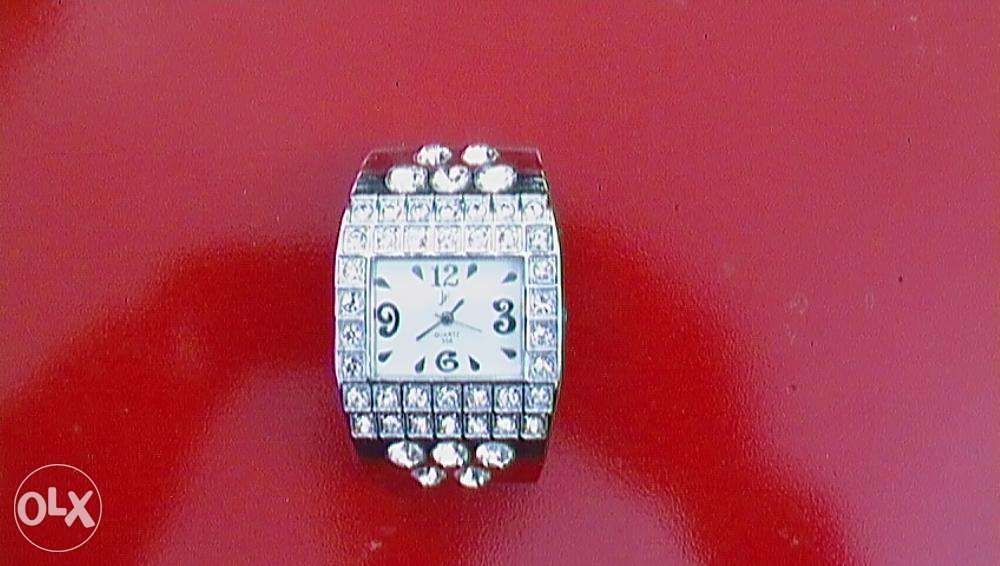 Ceas de dama cu pietre din cristale swarovski, trimit in tara