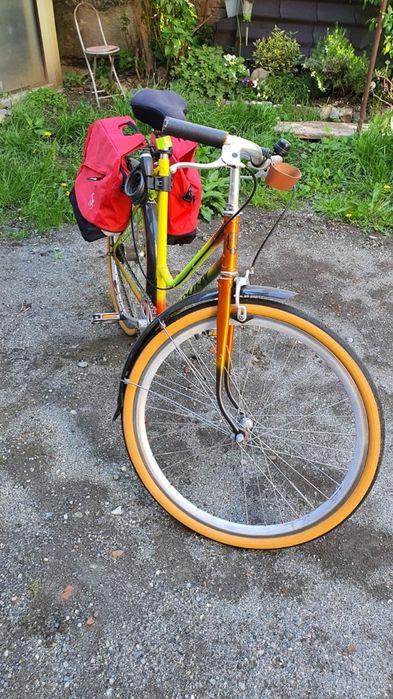 Femeie de biciclete intalnire