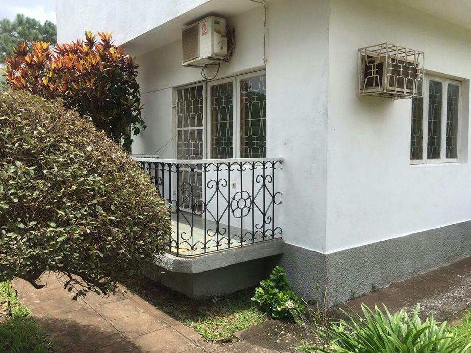 Vende-se Vivenda T4 2Suites 3WC Garagem Anexo Jardim_Cidade de Chimoio