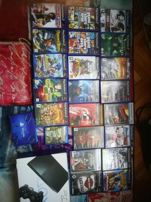 Playstation 2 с 21 игри + 2 джойстика + 2 карти с памет