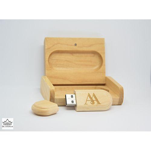 Персонално гравирана флашка с кутийка