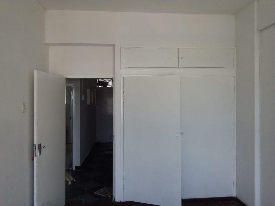 Arrendase apartamento na carlo max próximo do restaurante impala