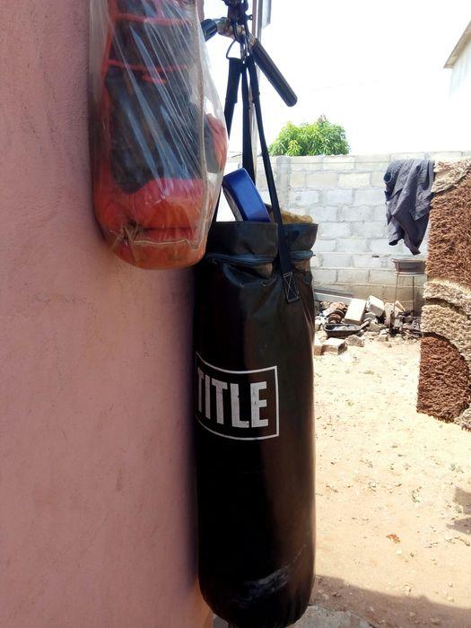 Saco de Boxe TTiTle e Luvas