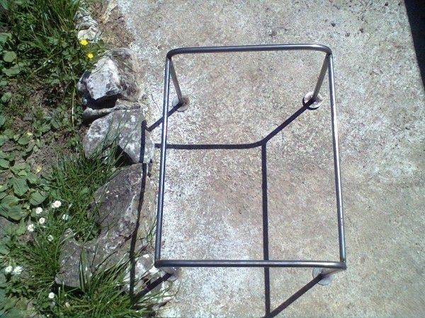 Изработка на Метални стойки за кошери