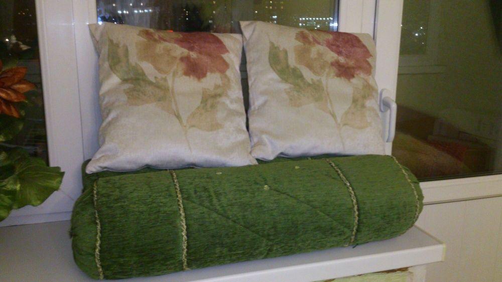 Продам новые 2 шторы, 3 подушки и 2 валика.