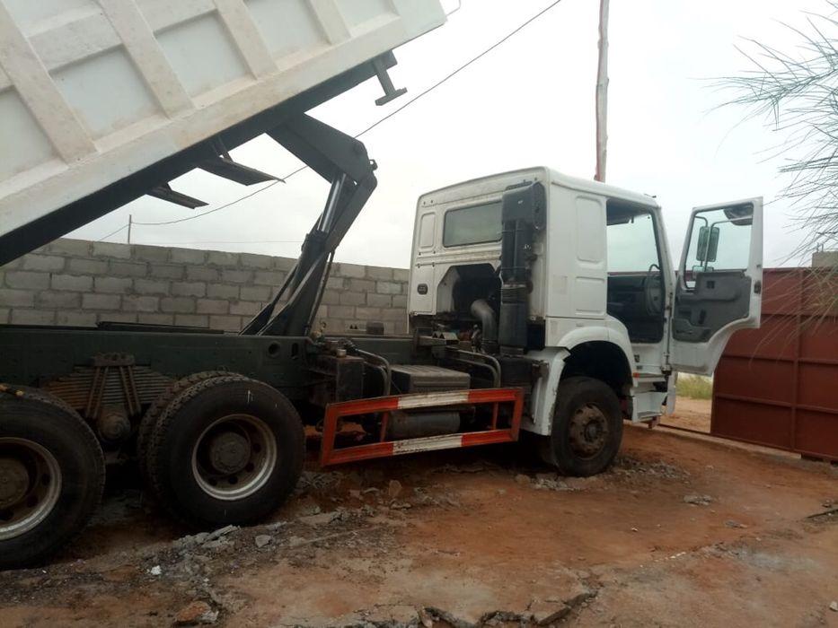 Camião basculante barato pronto a trabalhar
