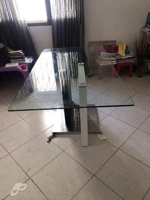 Vendo mesa de vidro de ótima qualidade e em ótimo estado
