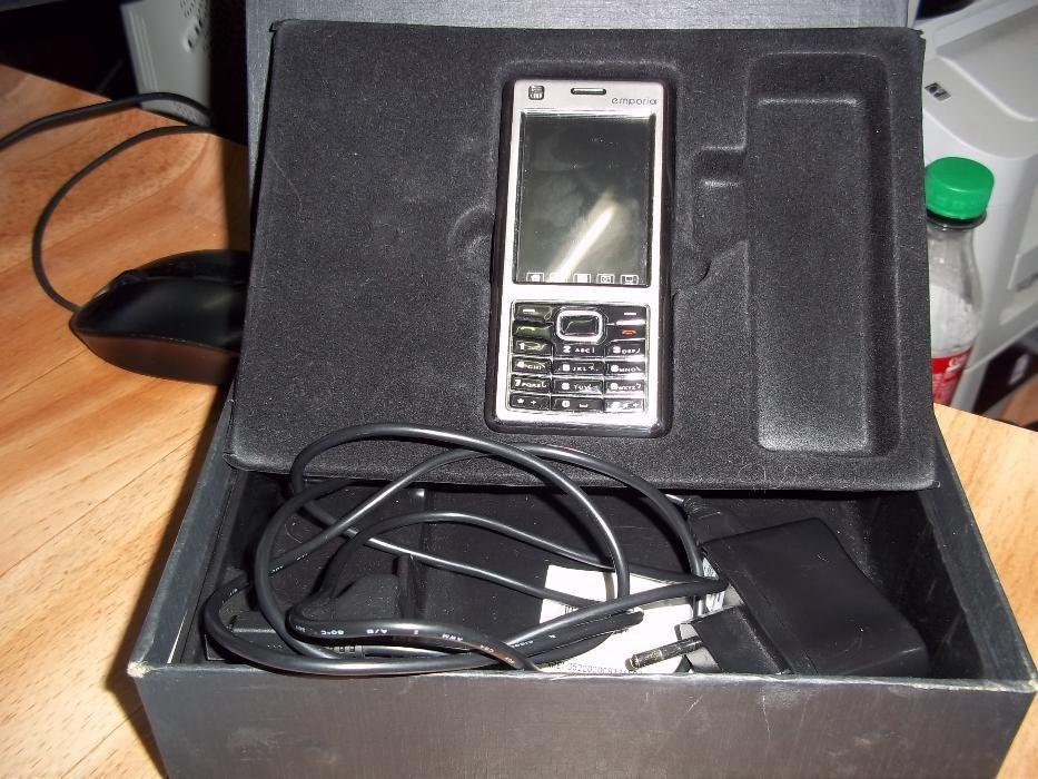 Телефон с два дисплея