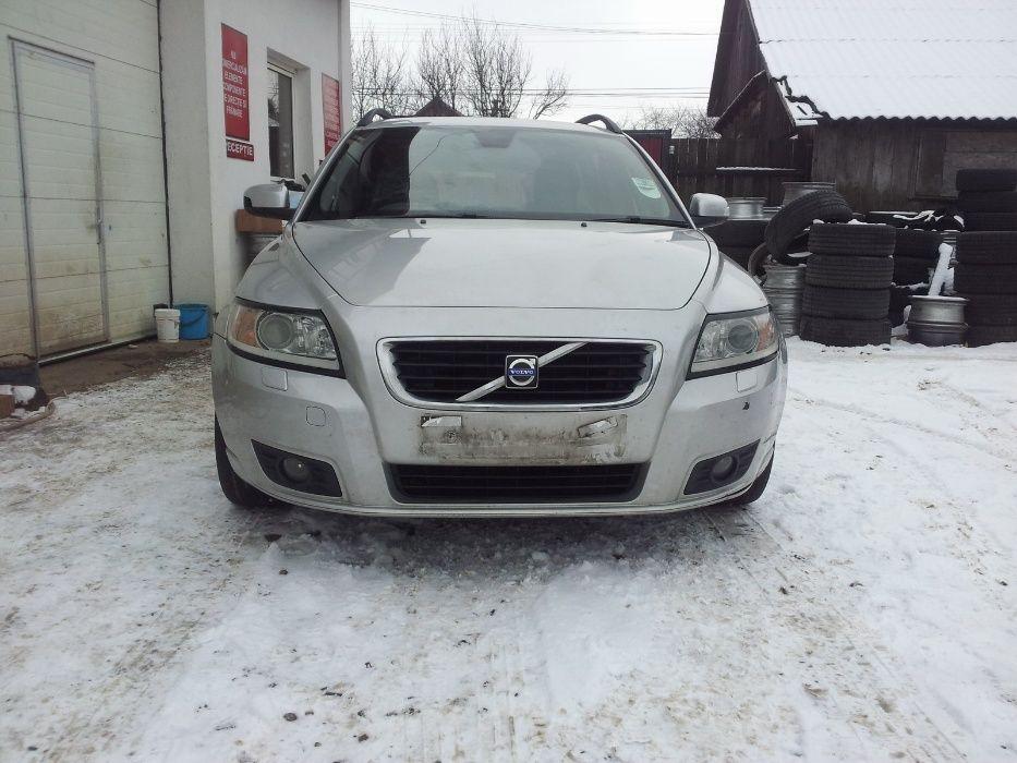 Dezmembrez VOLVO V50 Diesel si Benzina Model Facelift 2007-2012 Falticeni - imagine 1