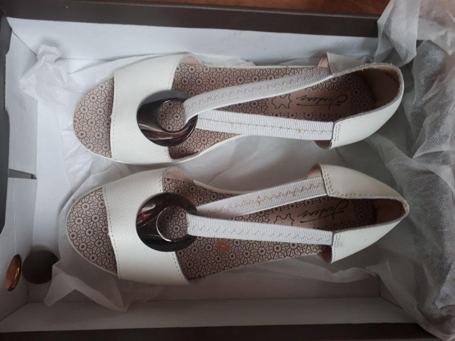 Чисто нови дамски летни обувки на платформа