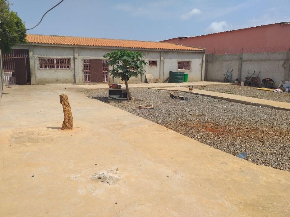 Vendo esta casa t2, no Benfica zona Verde III, espaço 20/30 , rua 26