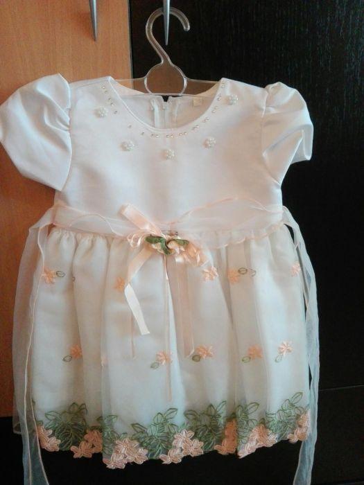 Rochiță albă de ocazie - fetița de 1 an