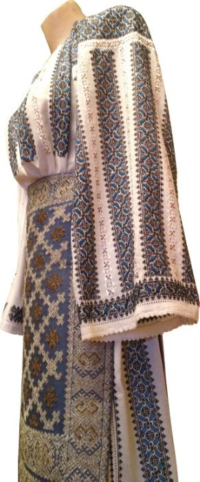 Costum popular românesc cusut cu fir de argint