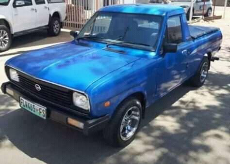 Nissan champ azul com jantes som