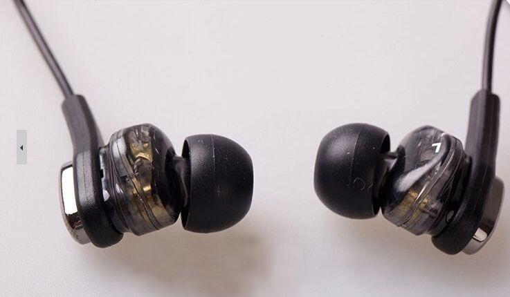 Продавам супер модерни двуканални слушалки Vcitor FXT90