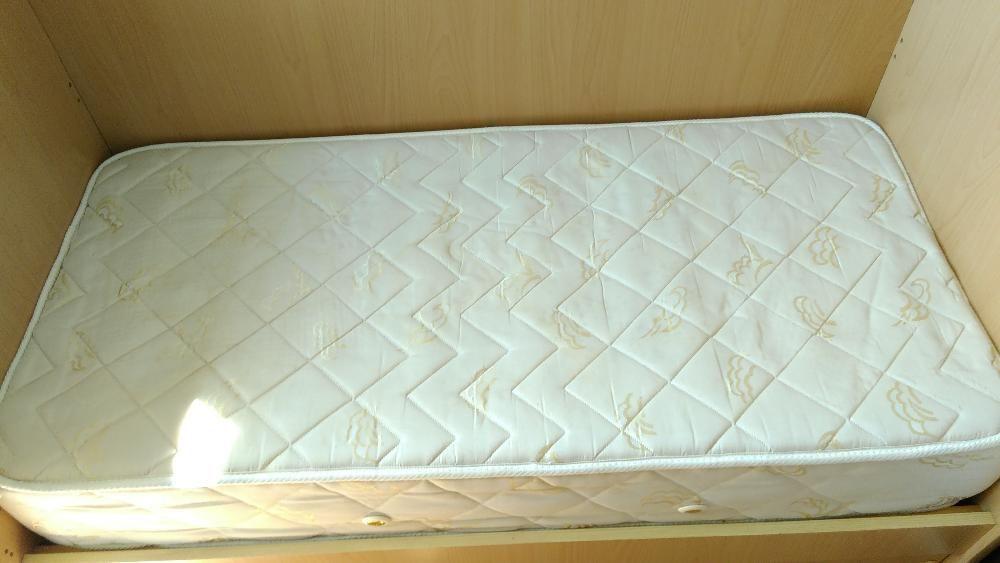 детско легло с чекмадже подарък чаршаф с латик