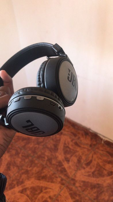 Headphones JBl
