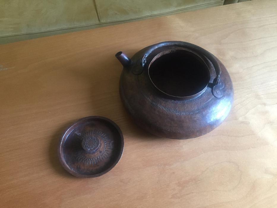 стар меден чайник