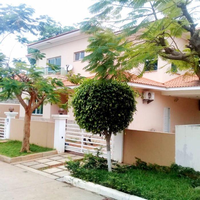 Arrendamos Vivenda T5+1 Condomínio Vila Mar Talatona