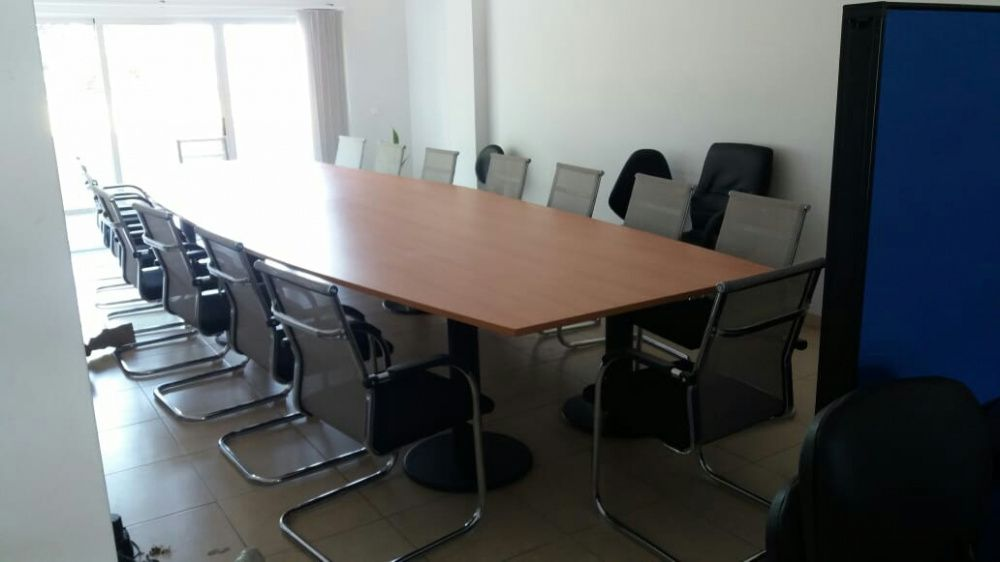 Mesa para reuniões nova