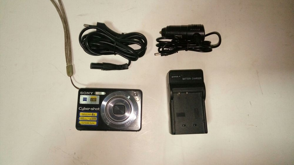 Aparar foto Sony 7,2 Mp + incarcator si card memorie