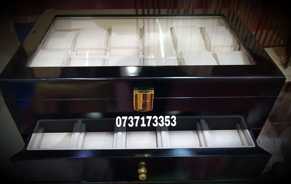 Cutie pentru depozitare 22 ceasuri,negru/rosu,lemn lucios