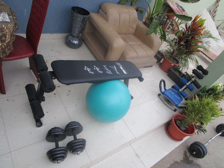 Conjunto de equipamentos de ginásio