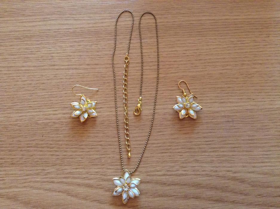 Set bijuterii cercei si pandativ