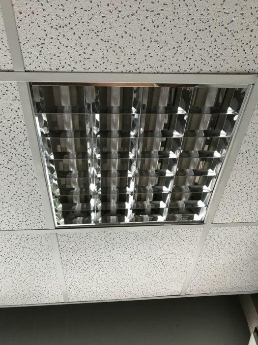 Луминисцентно за офиси окачен таван