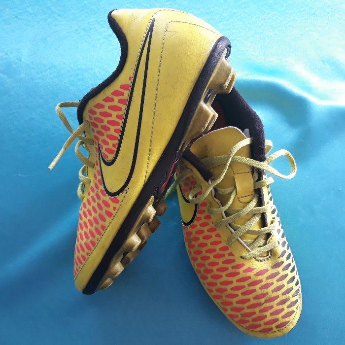 Ghete fotbal profesionale Nike Magista, marimea 35 / 22 cm,