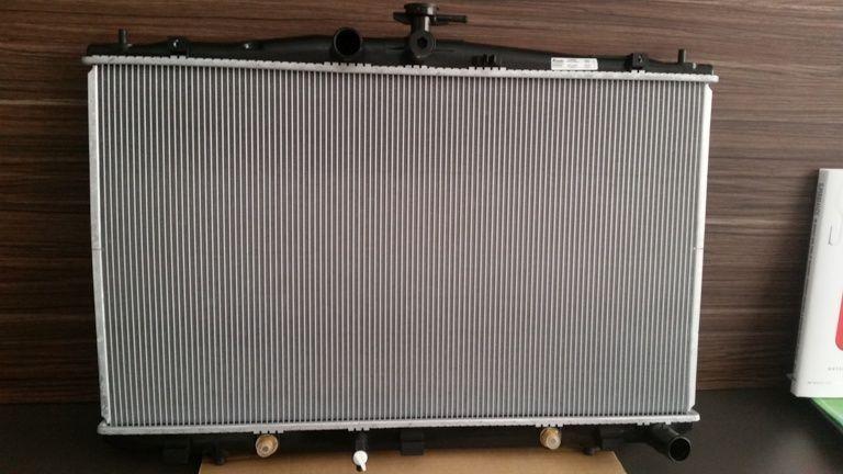 Продавам нов радиатор за LEXUS RX350 3.5, 2009-