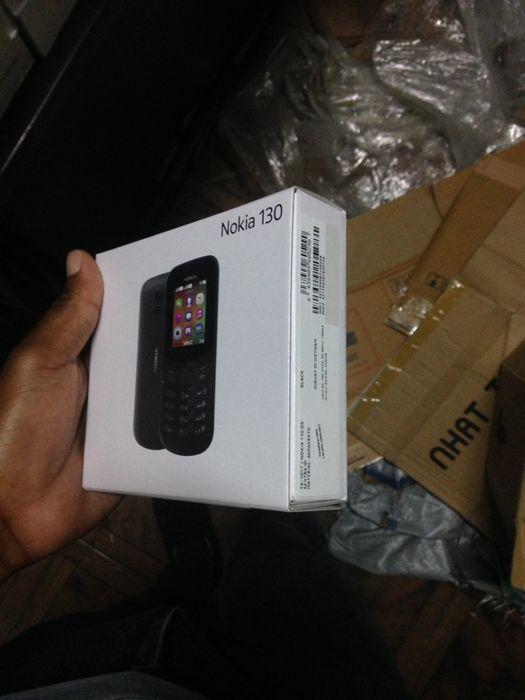 Nokia 130 na caixa com todos acessórios