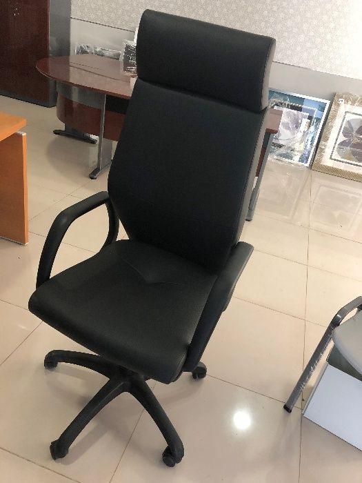 Vendo Cadeira Executiva Costa Alta com Rodas Pele preta NOVA