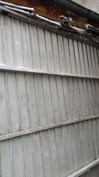 Гаражна врата тип летящо крило с р-ри 220 х230 см.
