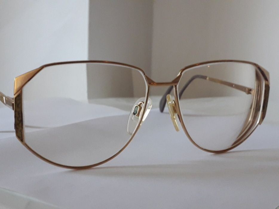 Silhouette Lensa