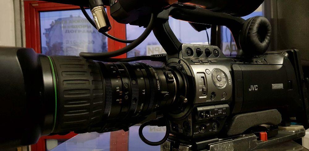 Продавам професионална видеокамера JVC GY-HM750E