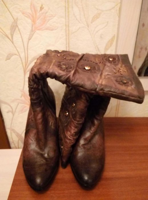 Продам зимние женские сапоги