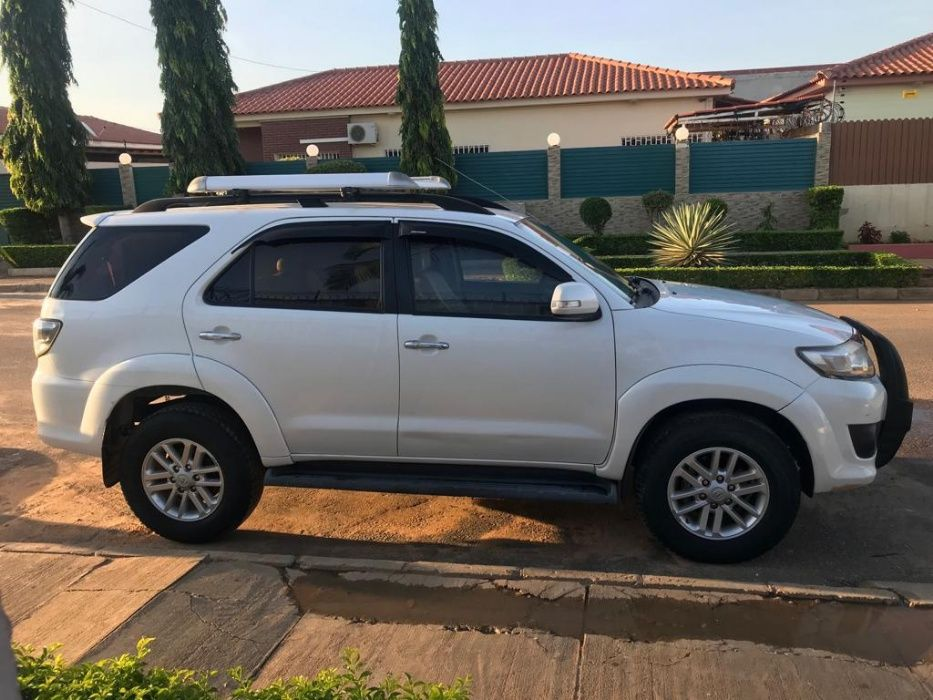 Toyota Fortuner Limpo