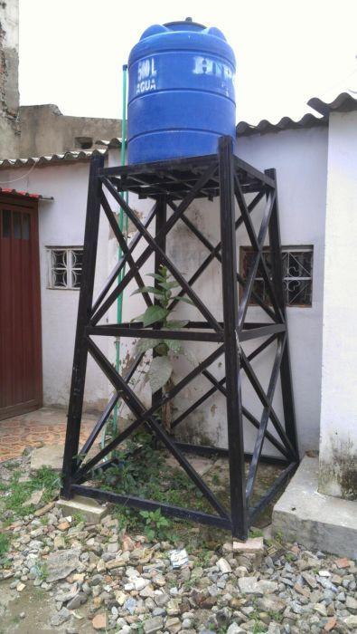 Tanque de água e estrutura metálica