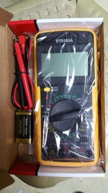 aparat masura DT9205A in tzipla, v/a/capacitate, ohmetru