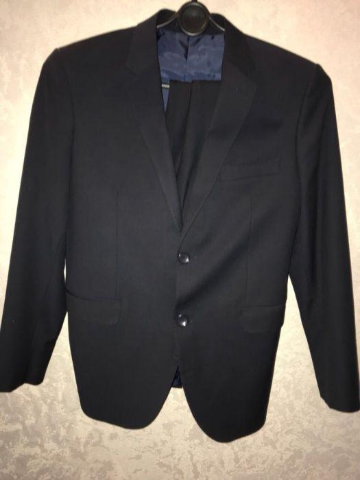 Продаю костюм европейский